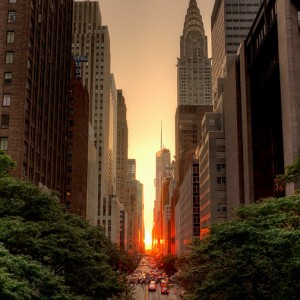 sun_between_buildings_during_manhattanhenge