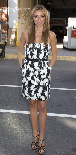 giuliana-rancic-mercedes-benz-fashion-week-spring-2009-marchesa-presentation-1oeazx