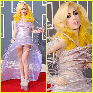 lady-gaga-2010-grammy-awards-red-carpet