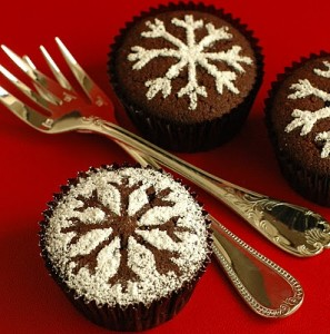 snowflake stencil cupcakes.JPG