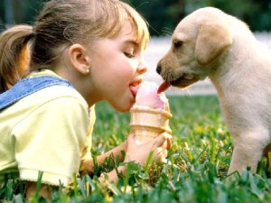 sharing-ice-cream-cone