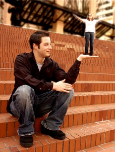 20-Awkward-Engagement-Photos-2