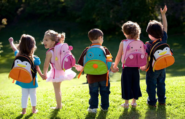 http://www.whydidyouwearthat.com/wp-content/uploads/2012/08/kids-wearing-backpacks.jpg